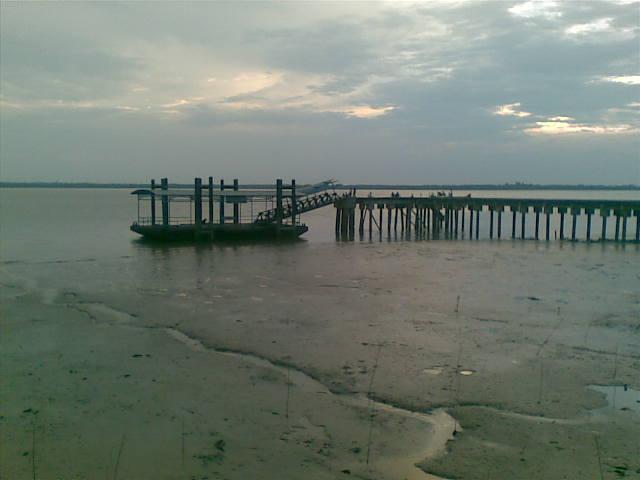Pelabuhan TanjungSamak.jpg